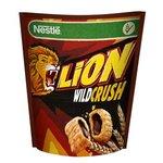 Cereálie Lion Wild Crush 350 g - cereálne vankúšiky s karamelo-čokoládovou náplň.